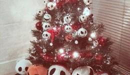 Alternatywne choinki i inne nietypowe, mroczne dekoracje świąteczne.